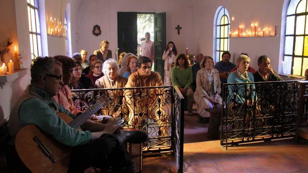 rotten-link-the-2015-001-villagers-filling-church-pews